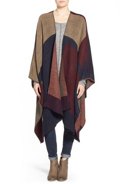 Falling for these cool, neutral colors! This color-block cape is pure perfection, especially on those days where comfort is a priority.
