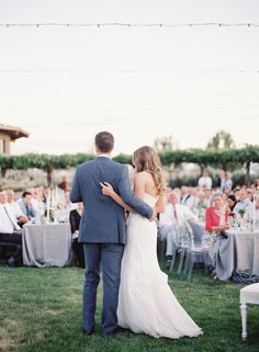 Summer wine country wedding: http://www.stylemepretty.com/2016/05/03/wine-country-wedding-with-a-modern-design-twist/ | Photography: O'Malley Photographers - http://omalleyphotographers.com/