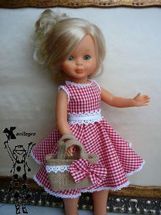 Love the burlap bag American Girl Crafts, American Doll Clothes, Girl Doll Clothes, Barbie Clothes, Girl Dolls, Vestidos Nancy, Nancy Doll, American Girl Accessories, Retro Mode