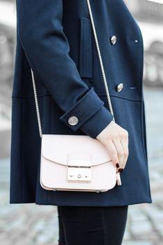 16f16652d1d6 Kabanjacke Furla Metropolis Mini Fashionblog Asos Oversize Bluse Dress    Travel Bluse