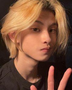Cute Korean Boys, Asian Boys, Cute Girl Sketch, Blonde Asian, Korean Face, Boy Face, Cute Boys Images, Platinum Hair, Boyfriend Pictures