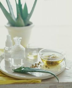 Natural alternatives that will help keep hands clean during flu season. Excellent natural ideas and some diy recipes. Really good list, including an aloe gel recipe, peroxide, and vinegar.