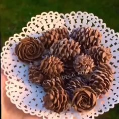 788 отметок «Нравится», 33 комментариев — ☘ Nell (@cookie.deco.fun) в Instagram: «Hand piped royal icing pinecones#diy #sugarwork #sugarart #royalicing #icingsugar #pinecone…»