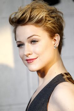 Evan Rachel Wood makes this look edgy and cool just as much as I would.