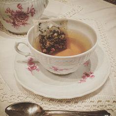 Tea time  #coccole #sweettea #teatime #richardginori #cupoftea #relax #flowers #plants #roseandwhite