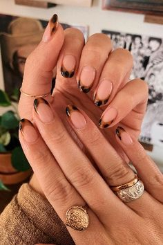 """There's something about the speckled caramel design that feels destined to sit alongside chunky knits and cosy autumn shades. It's why we're one hundred percent on board with the return of our favourite autumn nail trend: tortoiseshell nails which are back in a big way for autumn 2020.  """"Tortoiseshell nail art has literally gone viral,"""" says Amy Rickaby, whose tortie designs on her Instagram, @beautyworksbyamy, have been shared, duplicated and reshared countless times Nagellack Trends, Manicure Y Pedicure, Gel Manicures, Short Nail Manicure, French Manicures, Nail Nail, Funky Nails, Fire Nails, Minimalist Nails"""
