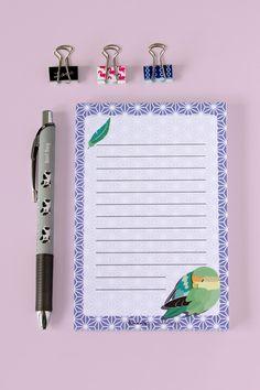 Bloc de notas Pájaro, diseñado por Kirarin. Bloc tamaño A6, con un adorable pájaro dormido. /// Bird Notepad, designed by Kirarin. A6 sized notepad with a cute sleepy parrot.