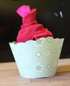 pliage de serviettes cupcake pliage de serviette. Black Bedroom Furniture Sets. Home Design Ideas
