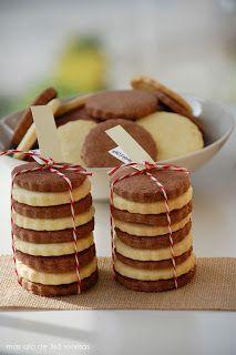 Galletas de mantequilla                                                                                                                                                      Más Gooey Cookies, Cupcake Cookies, Bolacha Cookies, Delicious Desserts, Dessert Recipes, Cookie Gifts, Macaroons, Cookie Decorating, Cookie Dough
