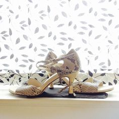 muñecas -made by Greek hands in Bali, worn on Greek feet in England! Greek Feet, Bali, Oxford Shoes, England, Hands, Women, Fashion, Moda, Fashion Styles