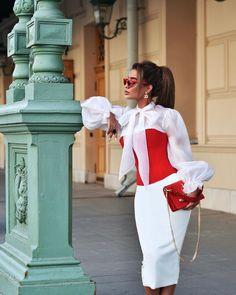 """Маргарита Цельсова on Instagram: """"«Классика» тоже может быть с изюминкой и подаваться под разным соусом.👌🏻 @aurani.dress подобрали 3 комплекта в их фирменном стиле. Ну что,…"""" Ladies Who Lunch, Queen, Rodeo, Bell Sleeve Top, Stylists, Ruffle Blouse, London, Beautiful, Chic"""