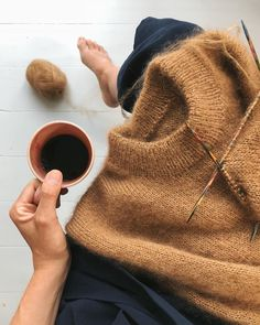 9 Tips for knitting – By Zazok Knitting Projects, Knitting Patterns, Cute Jumpers, Budget Planer, Yarn Tail, Circular Knitting Needles, Casual Winter Outfits, Wool Sweaters, Couture