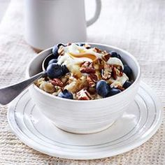 In this satisfying, on-the-go oatmeal recipe, protein-rich Greek yogurt, crunchy pecans and sweet berries make this the perfect healthy breakfast.
