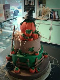 happy halloween Happy Halloween, Tasty, Cake, Desserts, Food, Pie Cake, Meal, Cakes, Deserts