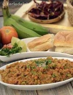 Jain Pav Bhaji (using Raw Bananas) recipe Jain Recipes, Kebab Recipes, Garlic Recipes, Veg Recipes, Appetizer Recipes, Vegetarian Recipes, Cooking Recipes, Bhaji Recipes, Snack Recipes