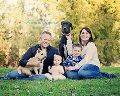 Family pictures, Family and pets, Family pictures with dogs. Fall family pictures. Kendra Flower Photography Family Photos With Baby, Outdoor Family Photos, Photos With Dog, Family Picture Poses, Fall Family Pictures, Family Posing, Family Portraits, Family Pics, Picture Ideas