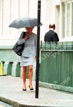"EXCLUSIVE 7/9/95 PRINCESS DIANA IN THE RAIN LUNCH AT ""THOMAS GOODE"" RESTAURANT,LONDON"