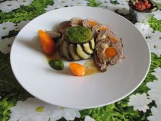 Rouleau de   veau   et  torteau de  aubergine  farci ,  pesto au  basilique  et  jus  de   veau    Gino D'Aquino