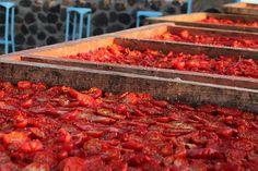 Zu viele Tomaten auf einmal? Fünf gute Ideen, wie du sie für den Wintervorrat nutzt - Bild von Klearchos Kapoutsis [CC-BY-2.0]