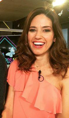 """Nuria Marin presentando el programa de Telecinco """" Cazamariposas""""  junto a su Apodemia Necklace"""