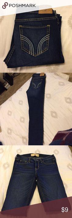 Super skinny medium wash Hollister jeans NWOT only tried on, stretchy. Size 3 Regular Hollister Jeans Skinny