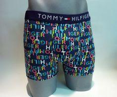 Boxer Tommy Hilfiger. ENVÍO 24/48h. Logos de Tommy en multiples colores sobre fondo azul marino. Brilla en la oscuridad, fosforescente (Glow in the dark). http://www.varelaintimo.com/marca/24/tommy