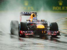 Nasser Auftakt: Sebastian Vettel hat mit seinem Red Bull das Regenchaos beim Qualifying zum Großen Preis von Australien unbeschadet überstanden. (Foto: Srdjan Suki/dpa)