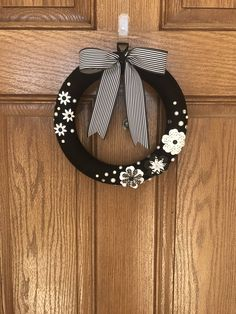 Black and White Wreath / Black Wreath / Black Spring Wreath / Black Yarn Wreath / Black Wreath with White Flowers / Black Summer Wreath by Starsandmoondesigns on Etsy