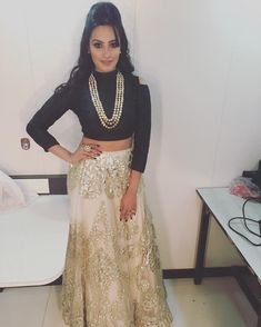 Anita Hassanandani in an outfit by Rozina for Star Parivaar Awards 2016