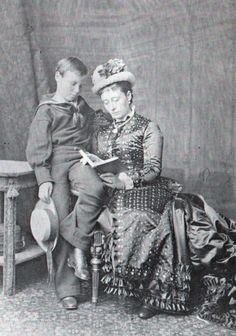 In this image, Princess Alice reads to her son Ernest, successor to the title of Grand Duke of Hesse. Victoria Family Tree, Queen Victoria Family, Queen Victoria Prince Albert, Victoria And Albert, Queen Victoria Descendants, Victoria's Children, German Royal Family, Royal Photography, Out Of Touch
