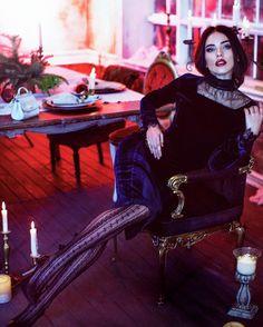 "THE DASHA D. 💙 en Instagram: ""Когда после съёмки домой возвращаешься вприпрыжку ❣️🖐🏼 photo: @sofi_zay , mua: @kristi.grimm , for new clothing brand @lona_prist by…"""