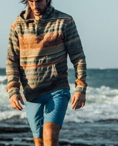 Surf Style Men, Surfer Style, Casual Chic, Men Casual, Boho Chic, Surfer Outfit, Mens Outdoor Fashion, Outdoorsy Style, Baja Hoodie