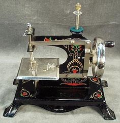 ❤✄◡ً✄❤ Antique sewing machine ❤✄◡ً✄❤ http://www.rubylane.com/item/161834-15060/Childs-Sewing-Machine-German-Tin