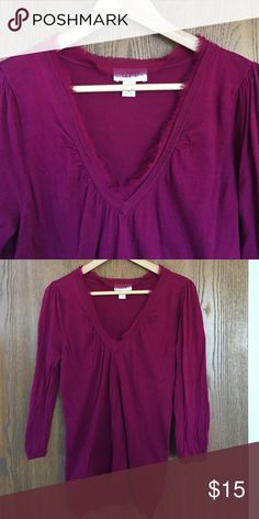 LOFT v neck sweater VGUC. Beautiful detail around the neckline. And fabric has give. Very comfortable. LOFT Sweaters V-Necks