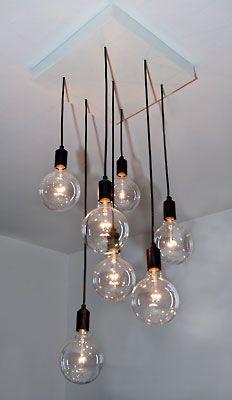 Taklampa med stora glödlampr.