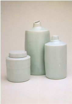 Edmund de Waal - contemporary potter and writer-Porcelain-Ceramics Ceramic Clay, Porcelain Ceramics, Ceramic Pottery, Bowls, Keramik Design, Bottle Vase, Contemporary Ceramics, Ceramic Artists, White Porcelain