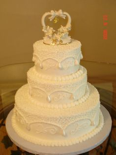 50th Anniv cake-nice but needs more gold accents on the cake