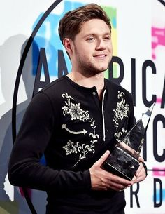 """dailyniall: """"Niall at the 2017 American Music Awards Press Room - """" Irish Boys, Irish Men, Niall Horan, Best Song Ever, Dance With You, American Music Awards, James Horan, I Love One Direction, 1d And 5sos"""