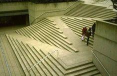 バリアフリー(車イス可)と美しさを兼ね備えた階段。