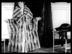 Women 1910 - 1919, thời kỳ này áo khoác lông được coi là biểu tượng cho phong cách sang trọng, xa hoa của người giàu
