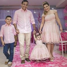 Why are the ladies dressed Up and the males are not.  I don't understand this Matching Dress For Family, Mom Daughter Matching Outfits, Mommy Daughter Dresses, Mother Daughter Fashion, Party Wear Dresses, Birthday Dresses, Bride Reception Dresses, Wedding Dresses, Family Outfits