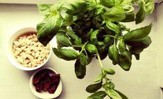 Pasta z białej fasoli z bazylią. Spinach, Pasta, Vegetables, Food, Sandwich Spread, Hoods, Vegetable Recipes, Meals, Noodles