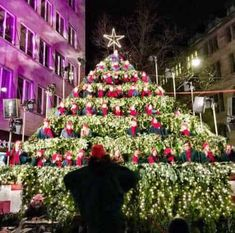 Photo Highlights of Zurich at Christmas and Christmas Decorations. Shwoing Bahnhofstrasse, the Swarovski tree, Wienachtsdorf and Singing Christmas Tree, Swarovski, Christmas Decorations, Holiday Decor, Highlights, Zurich, Switzerland, December, Germany