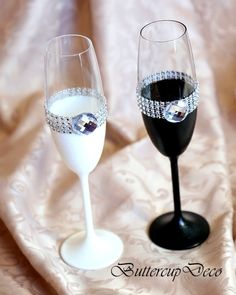 This beautiful handmade set of two champagne glasses are decorated with rhinestones. Its elegant and impession detail for your wedding or very