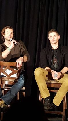 Fangasm @FangasmSPN   .@jarpad and @JensenAckles looking ridiculously gorgeous #jaxcon