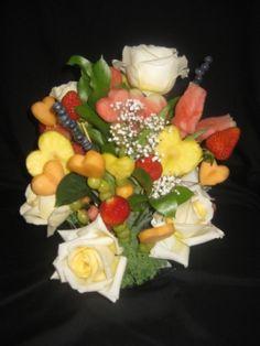 Edible Flower Bouquet Centerpiece Dream Wedding, Wedding Day, Valentines Day Weddings, Centerpieces, Table Decorations, Edible Flowers, Fruit Salad, Cheese, Bouquets