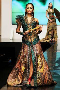 Anne Avantie for Nineveh Emeros Batik Kebaya, Kebaya Dress, Kebaya Hijab, Kebaya Muslim, Oriental Dress, Oriental Fashion, Modern Kebaya, Indonesian Kebaya, Hijab Wedding Dresses