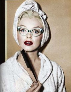 Marilyn & the cat glasses