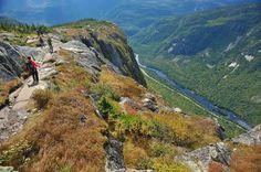 Chaque saison apporte un cachet différent à ce lieu où l'on retrouve les plus hautes parois à l'est ... - Photo Steve Deschênes, parc national des Hautes-Gorges-de-la-Rivière-Malbaie, Sépaq