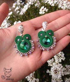 Un preferito personale dal mio negozio Etsy https://www.etsy.com/it/listing/593586843/orecchini-piccoli-soutache-verde #soutachejewelry #handmade #jewelry #soutache #soutacheearrings #earrings #soutachejewels
